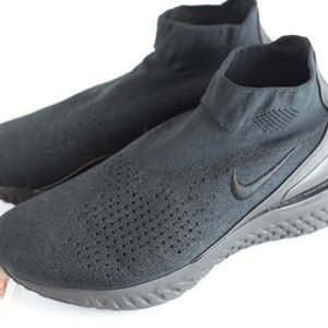 Nike Rise React Flyknit Triple Black Sneakers